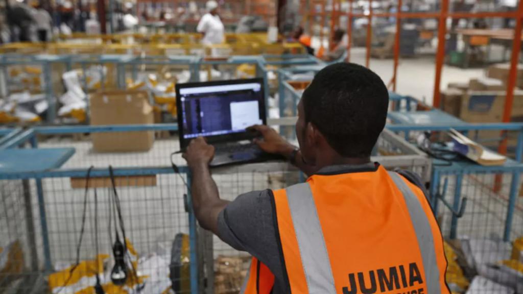 Au Sénégal, le commerce électronique a le vent en poupe. Malgré une faible bancarisation (de seulement 21%), les sites de e-commerce se multiplient, principalement à Dakar, la capitale. Et cela grâce à un taux de pénétration Internet en augmentation, qui a atteint 74% en 2019.